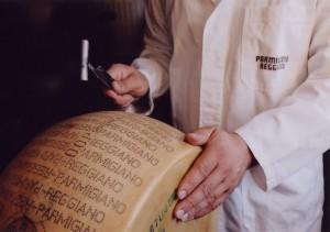 Parmigiano-Reggiano-inspect