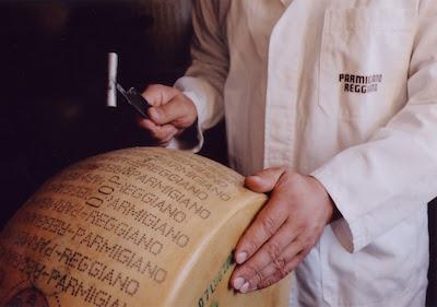 Parmigiano reggiano Made in Italy Food