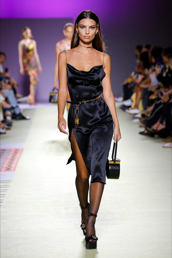 Return to the Italian metropolis one of the events for which, rightly, is more known: we are talking about Milan Fashion Week 2019. Gianni Versace woman's dress.