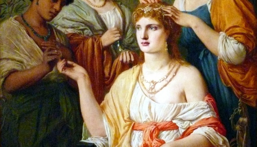 The most used jewels in the Roman world were rings, bracelets, earrings, brooches and necklaces. After the cult of Isis (Egyptian goddess of Fertility) spread also in the Roman world, the effigy of the snake was in vogue.